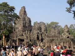 Crowds in Bayon